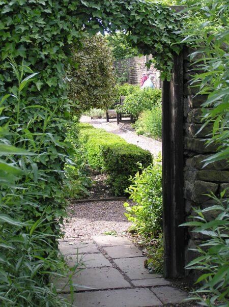 Oakwell Hall, thro gate