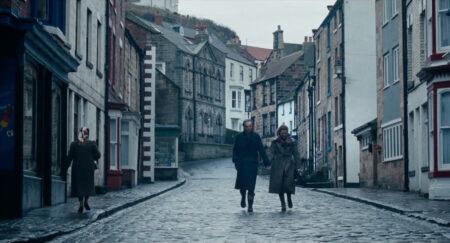 Daniel Day-Lewis (Reynolds) and Vicky Krieps, (Alma)